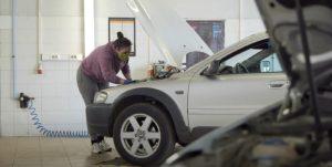 """Automechanikė Karolina: """"Ieškokite savęs, nebijokite išbandymų"""""""
