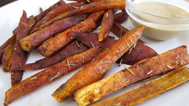 Cinnamon & Rosemary Baked Sweet Potato Fries