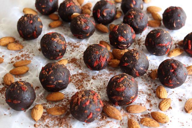 Cacao, Almond & Goji Energy Bites
