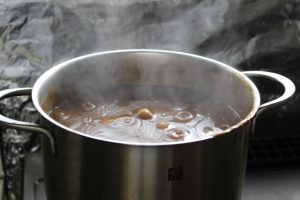 【カレー鍋の洗い方】効果的な洗い方や汚れの落とし方