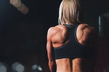 背中のトレーニングと怪我の可能性。