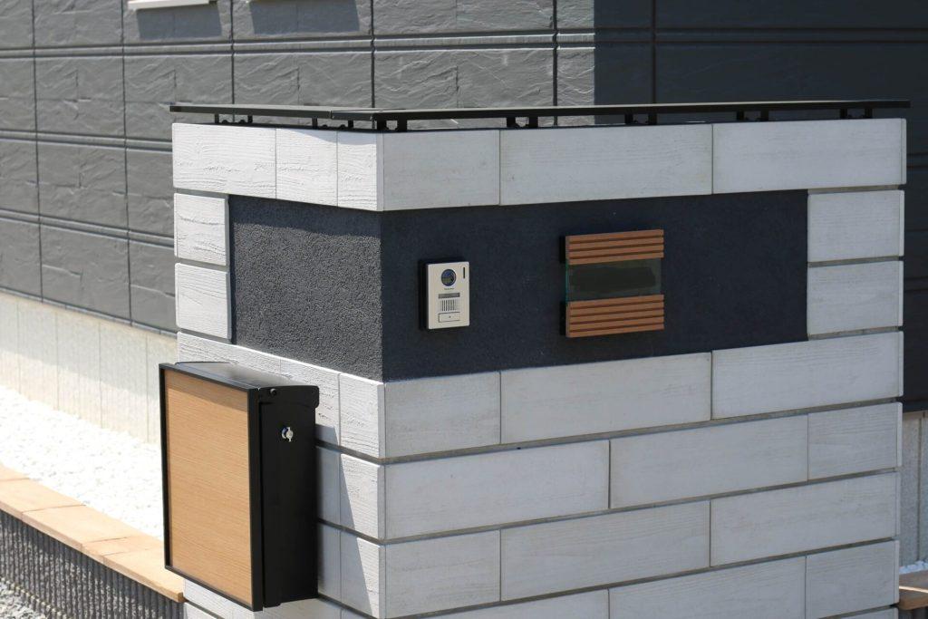 質感にこだわった門柱デザイン 東洋工業(TOYO):エレガシリーズ スギーウォール|愛知県西尾市を中心に三河地区№1スタッフ数のエクステリア・外構 ライフ・ランド