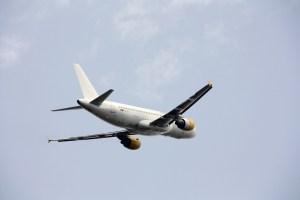 plane-546169_960_720
