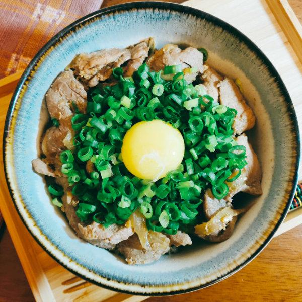 快速料理-豬肉料理-月見薑汁燒肉丼飯