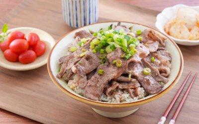 火山泡菜燒肉丼佐鹽地番茄 讓你 GABA 吃好吃滿