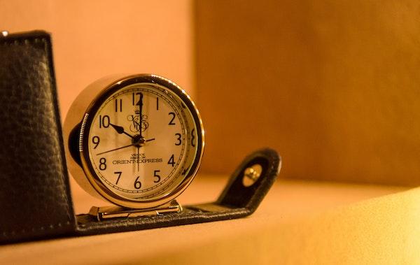 睡眠時間-中風風險-鬧鐘