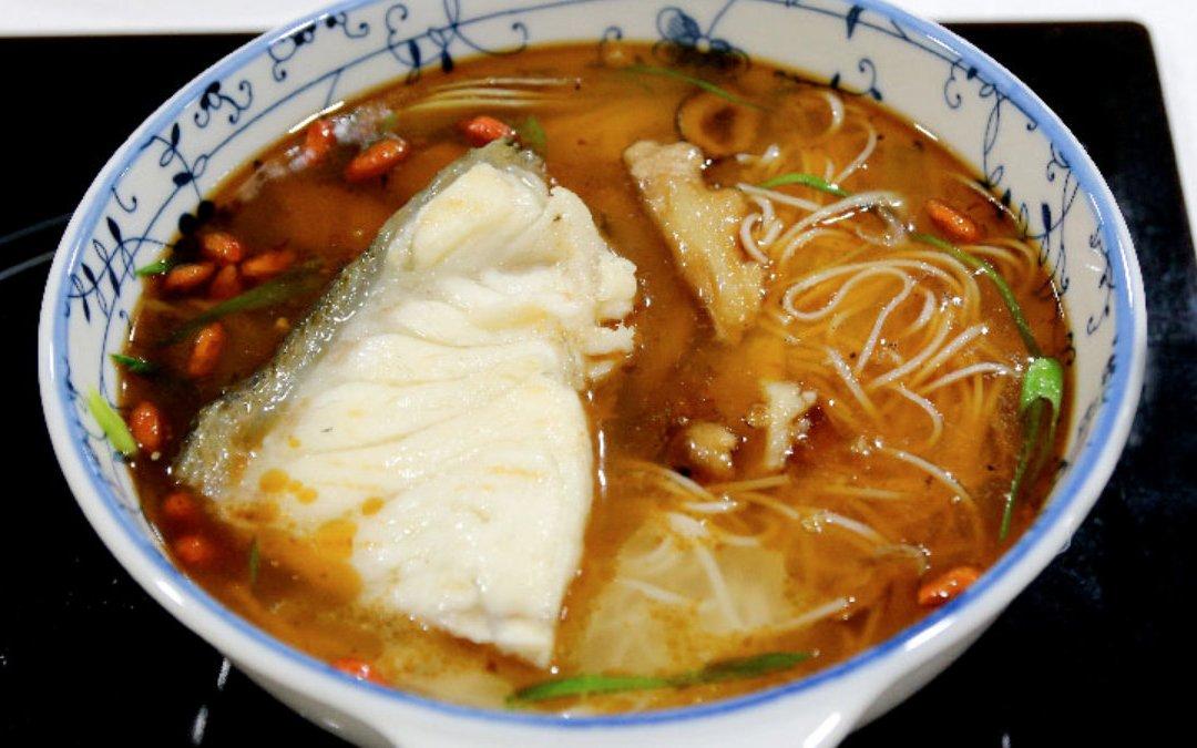 龍膽石斑魚料理 麻油龍膽麵線煲