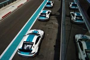 TRAVELHAMLET: Araabia Ühendemiraadid OSA 2 - Aston Martiniga Yas Marina ringrajal
