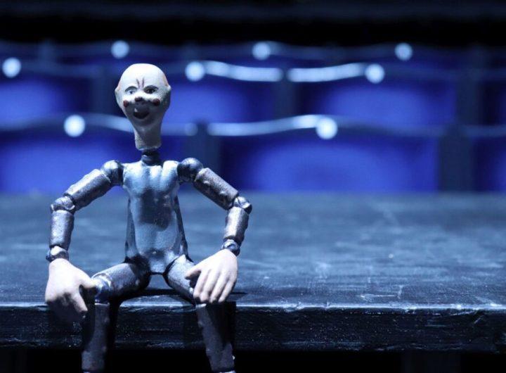 2 Figurka robota v hledisti Svandova divadla pochazi z pozustalosti Josefa Capka a slouzila patrne k propagaci hry R U R foto Richard Moucka e1611836645379