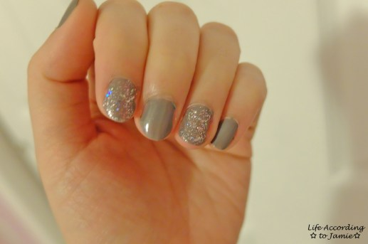 Sparkling Grey-Purple Nails 2