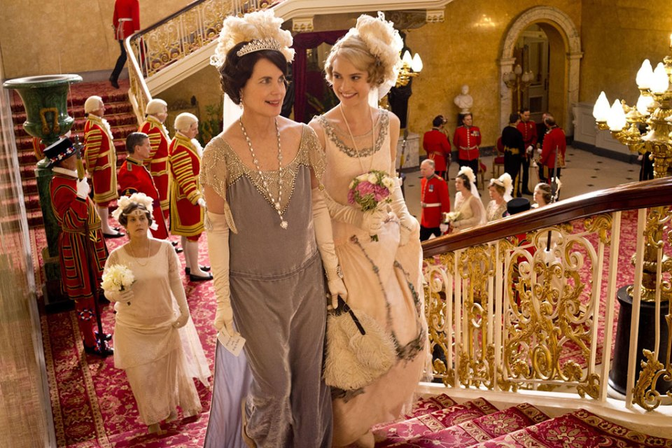 downton-abbey-cora-and-rose