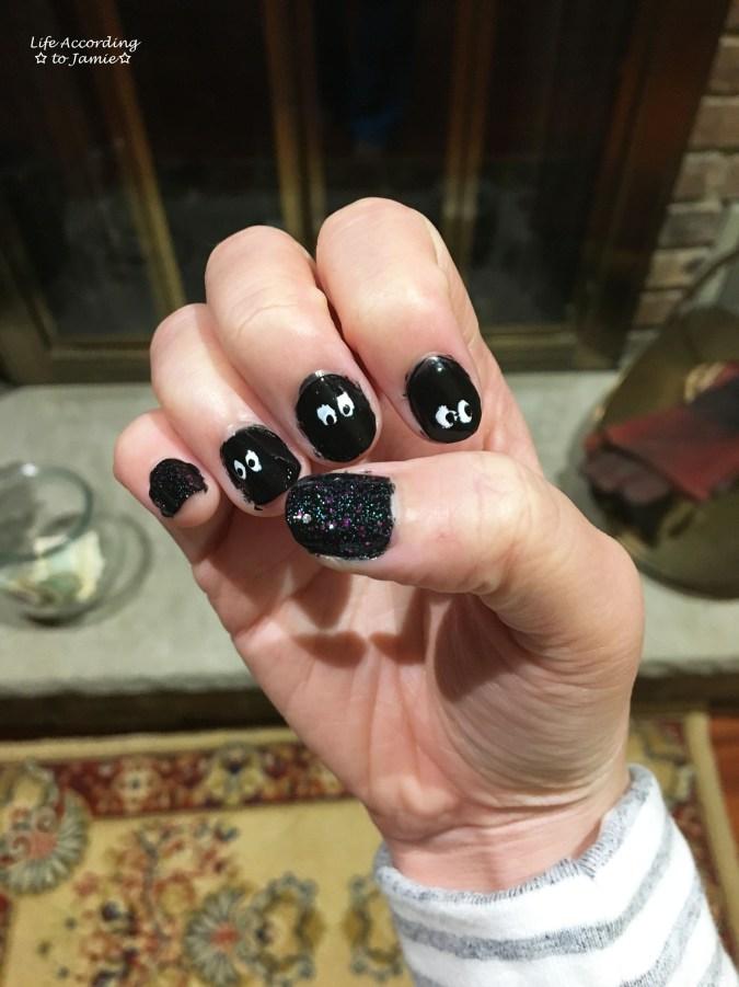 halloween-peek-a-boo-nails-5