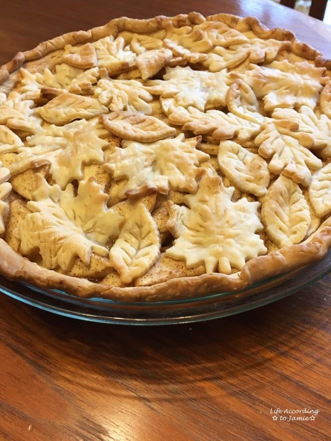 apple-pie-leaf-cutout-crust
