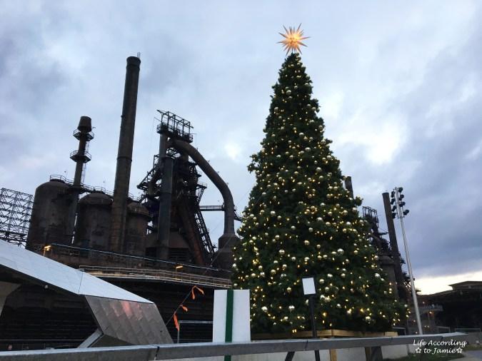 christmas-steel-stacks