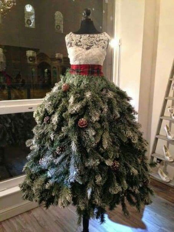 pinecone-mannequin-christmas-tree-dress