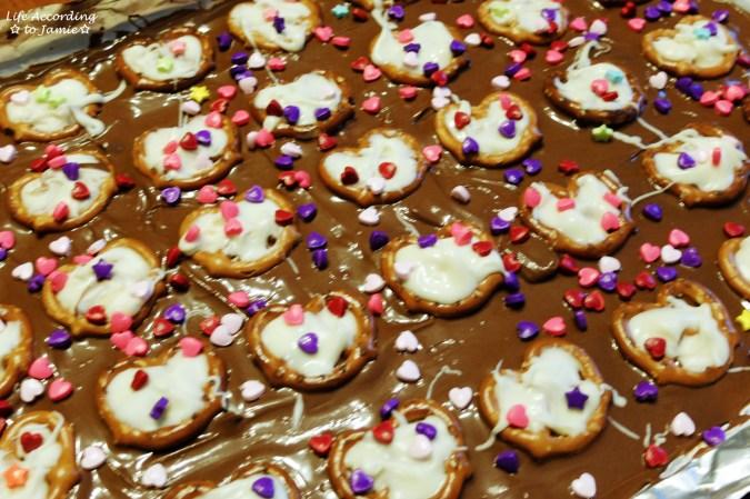 chocolate-pretzel-heart-bark-3