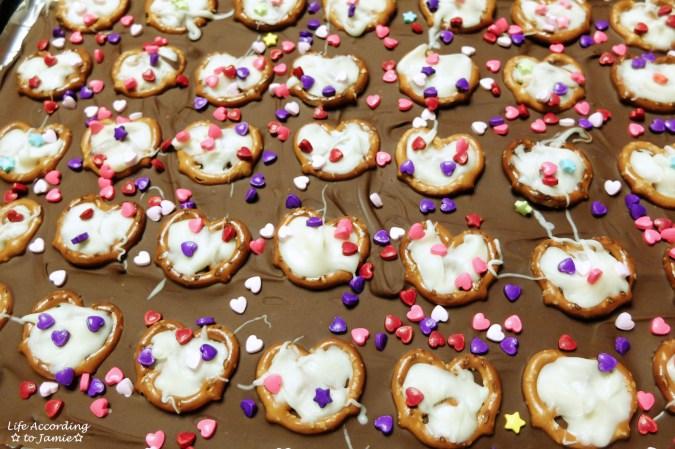 chocolate-pretzel-heart-bark-4
