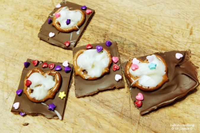 chocolate-pretzel-heart-bark-5