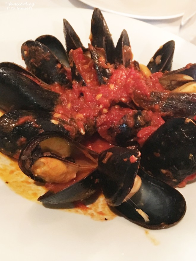 Alberto's - Mussels Fra Diavolo