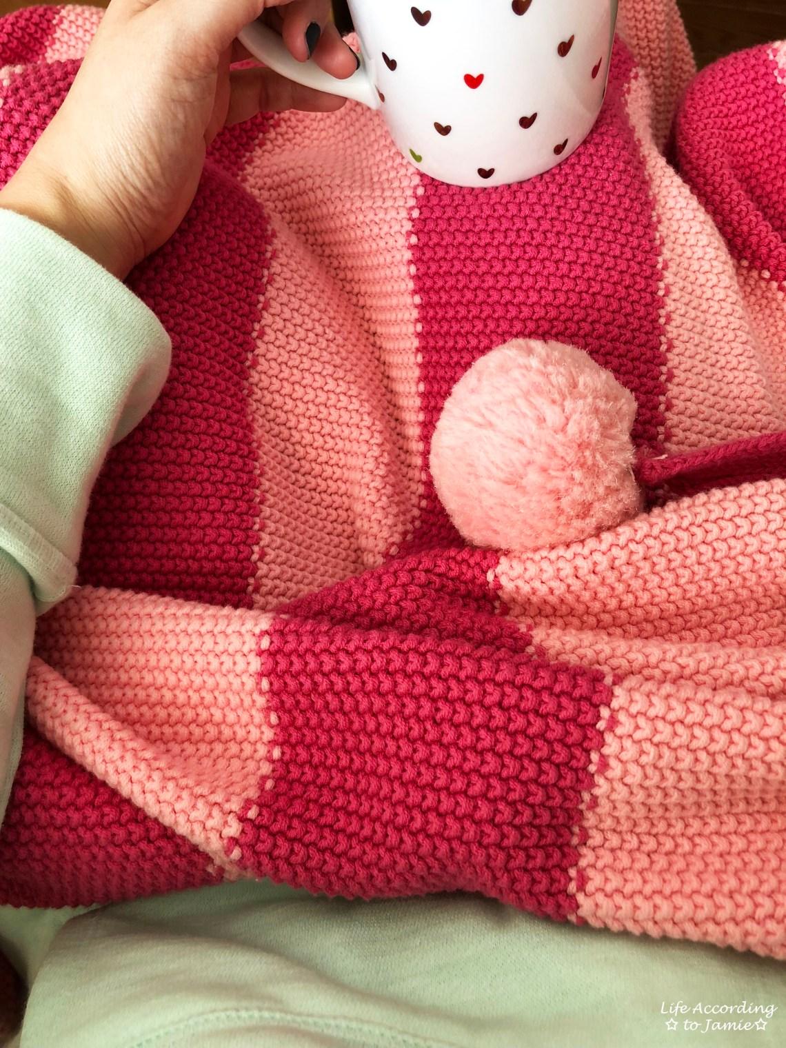 Pink pompom blanket + heart mug