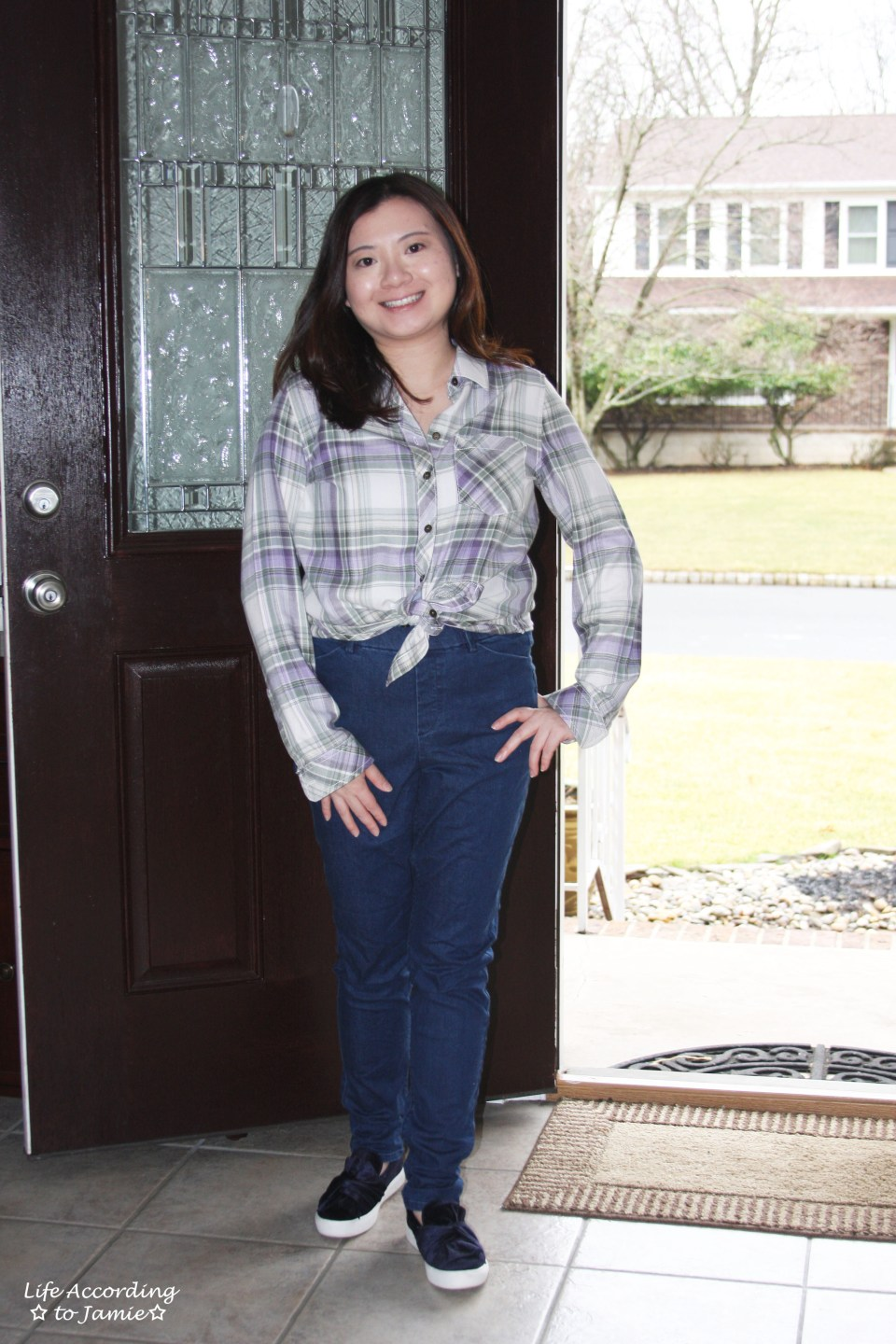 Tied Plaid Top + High Waisted Jeans 4