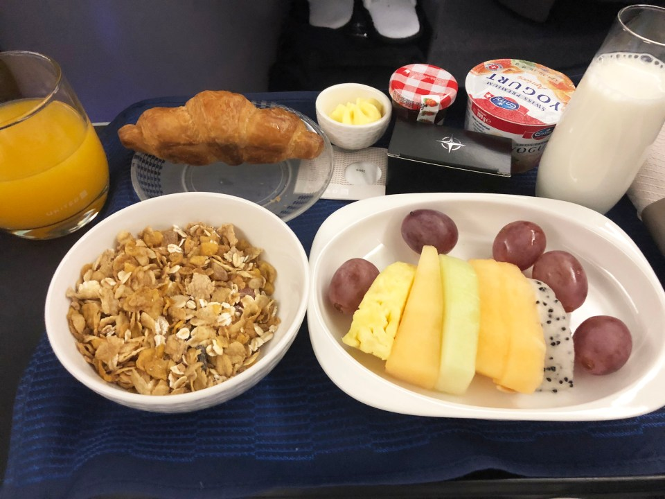 United Airlines - breakfast