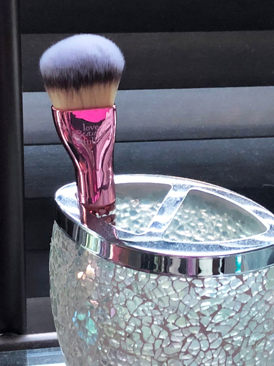 IT Cosmetics - Love is the foundation brush 2