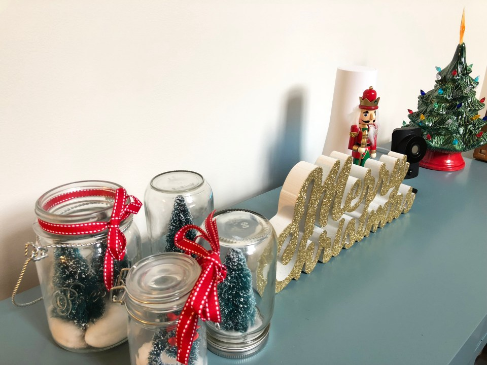 Buffet Table - Christmas Decorations 3