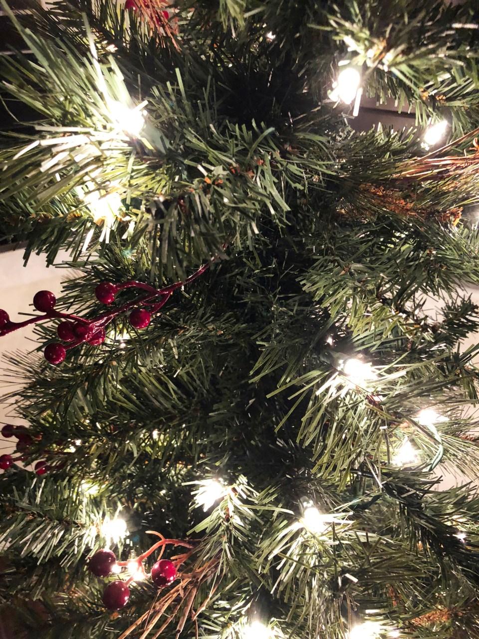 Mini Pinecone & Berries Christmas Tree 2