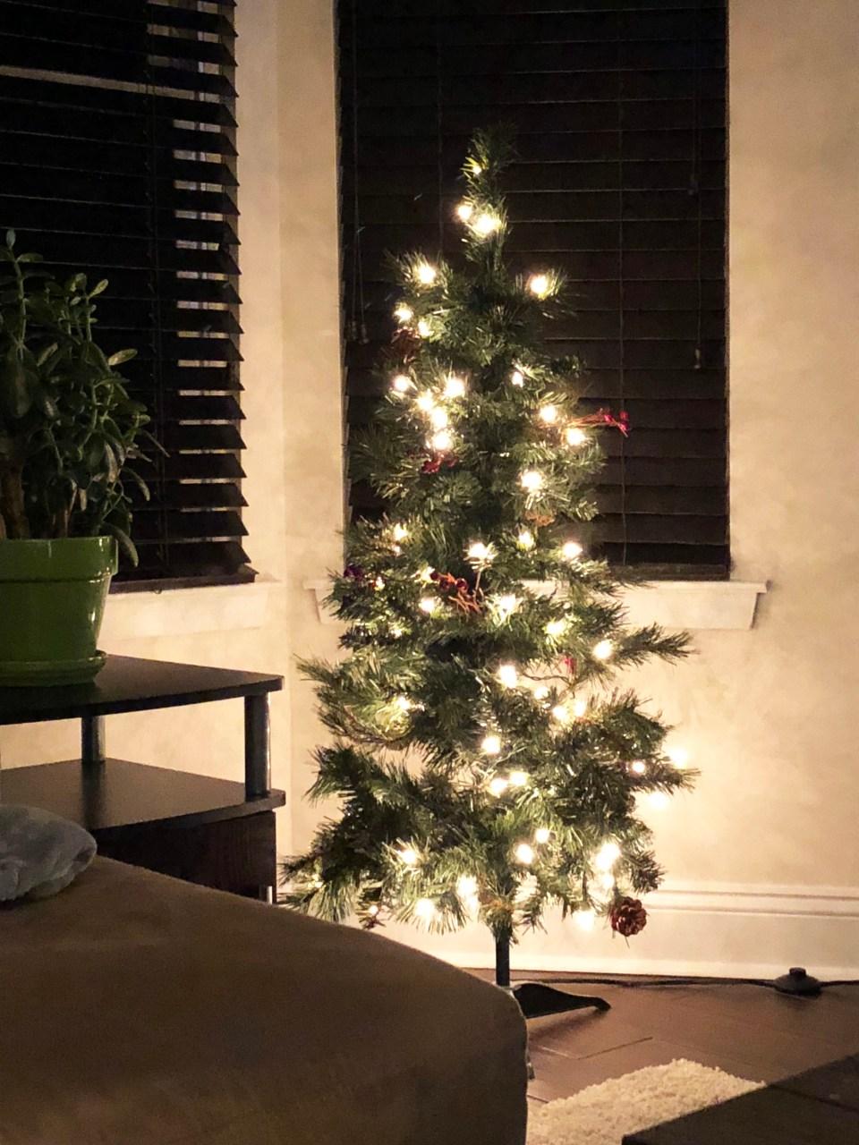 Mini Pinecone & Berries Christmas Tree