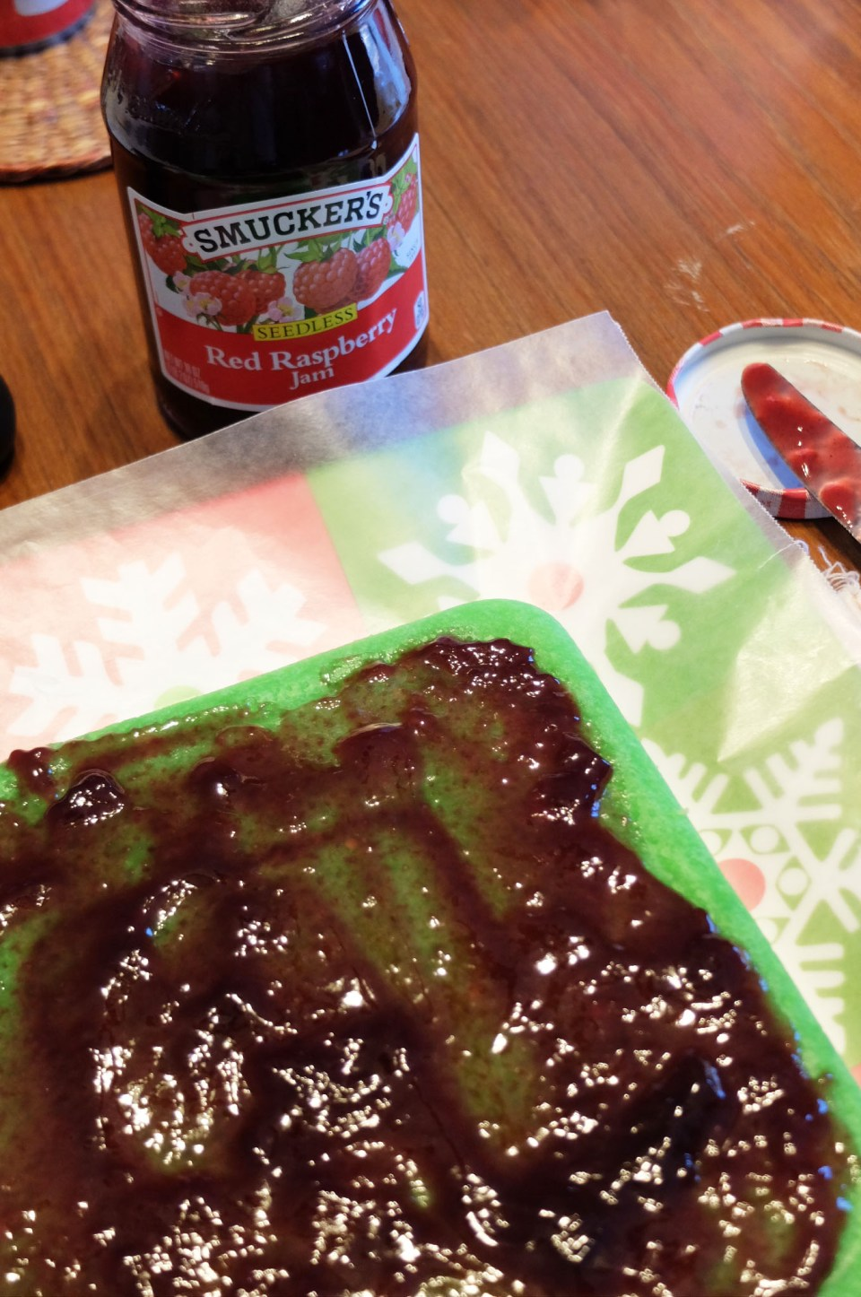 Rainbow Cookie - Green layer + raspberry jam