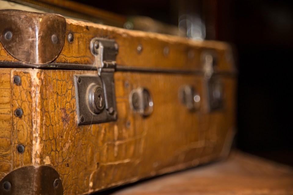 old-luggages-1469002279lUU