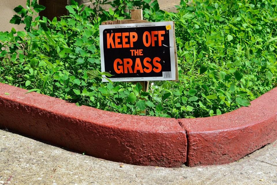 keep-off-grass-sign-2729070_1920
