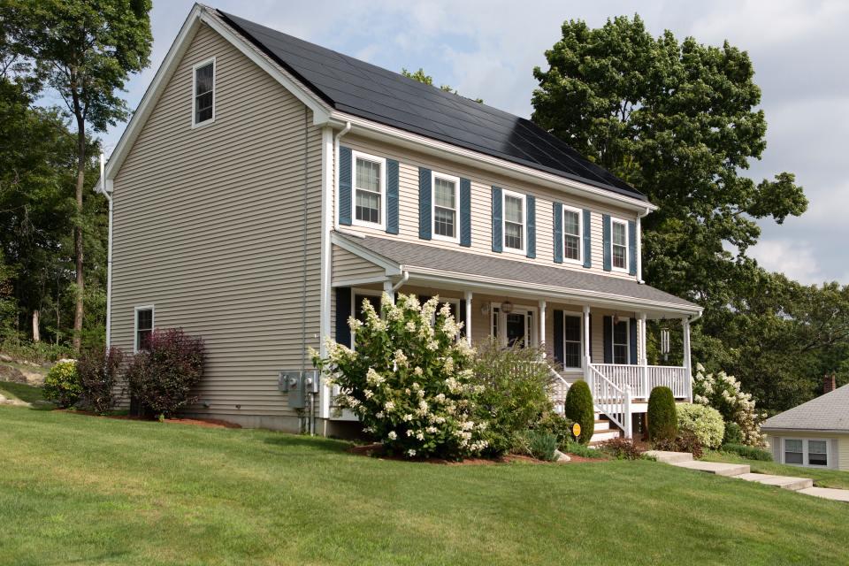 white-2-storey-house-2850472