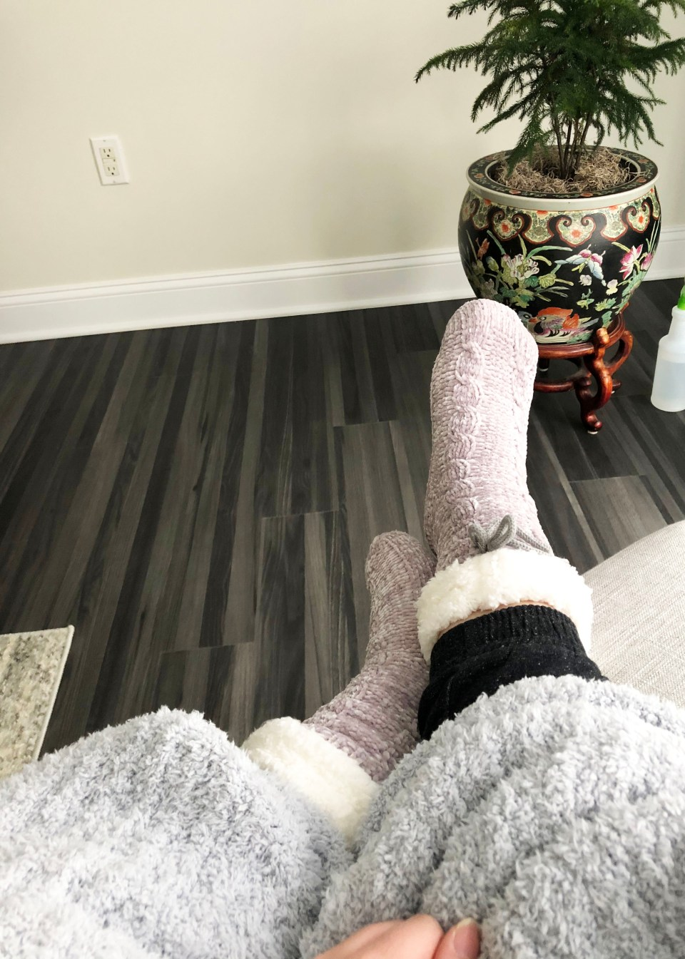 Sherpa Slipper Socks + Barefoot Dreams Blanket
