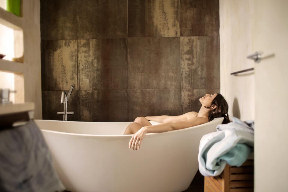 woman-lying-on-bathtub-3776151