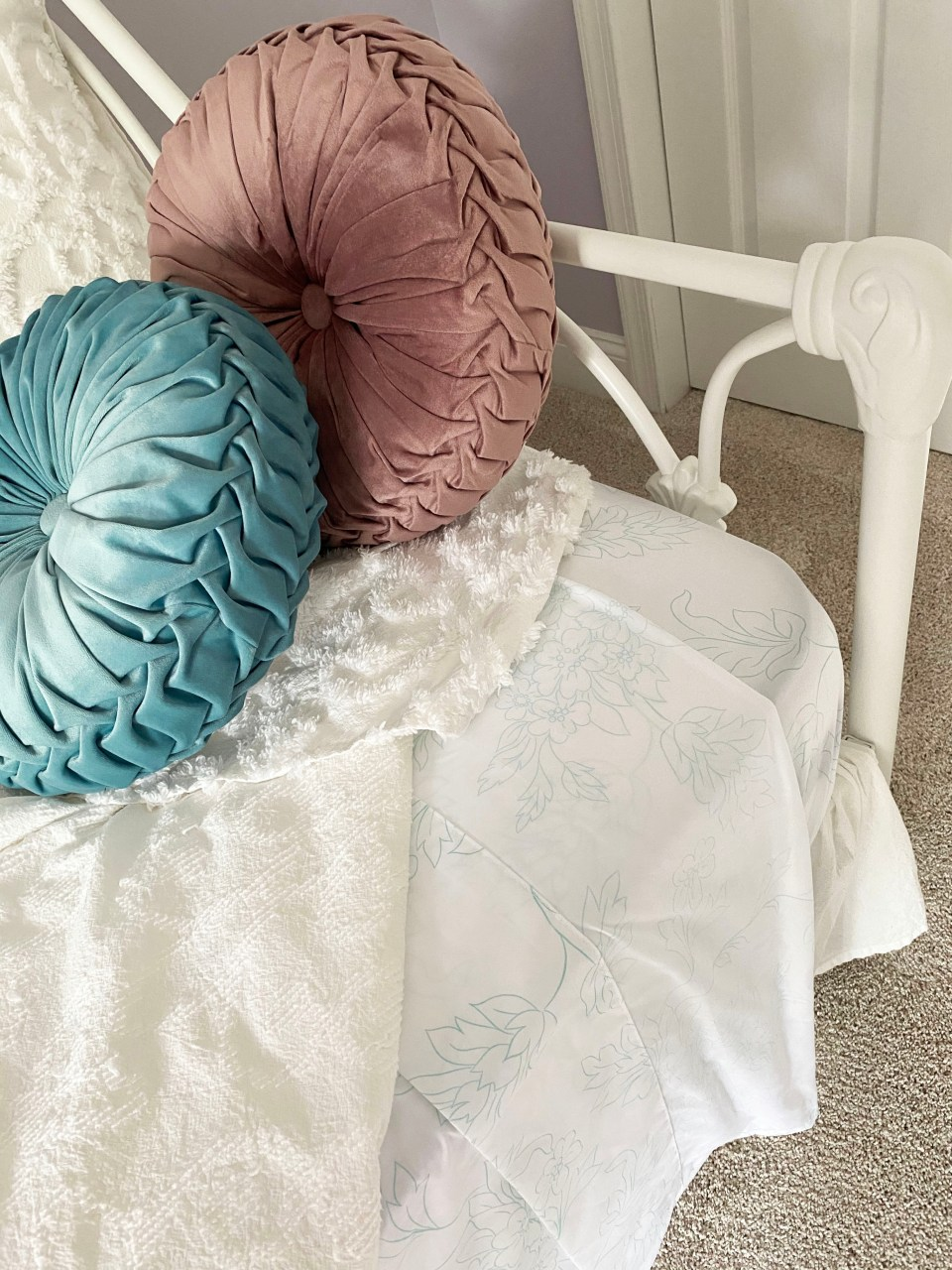 White Day Bed + Bedding 7