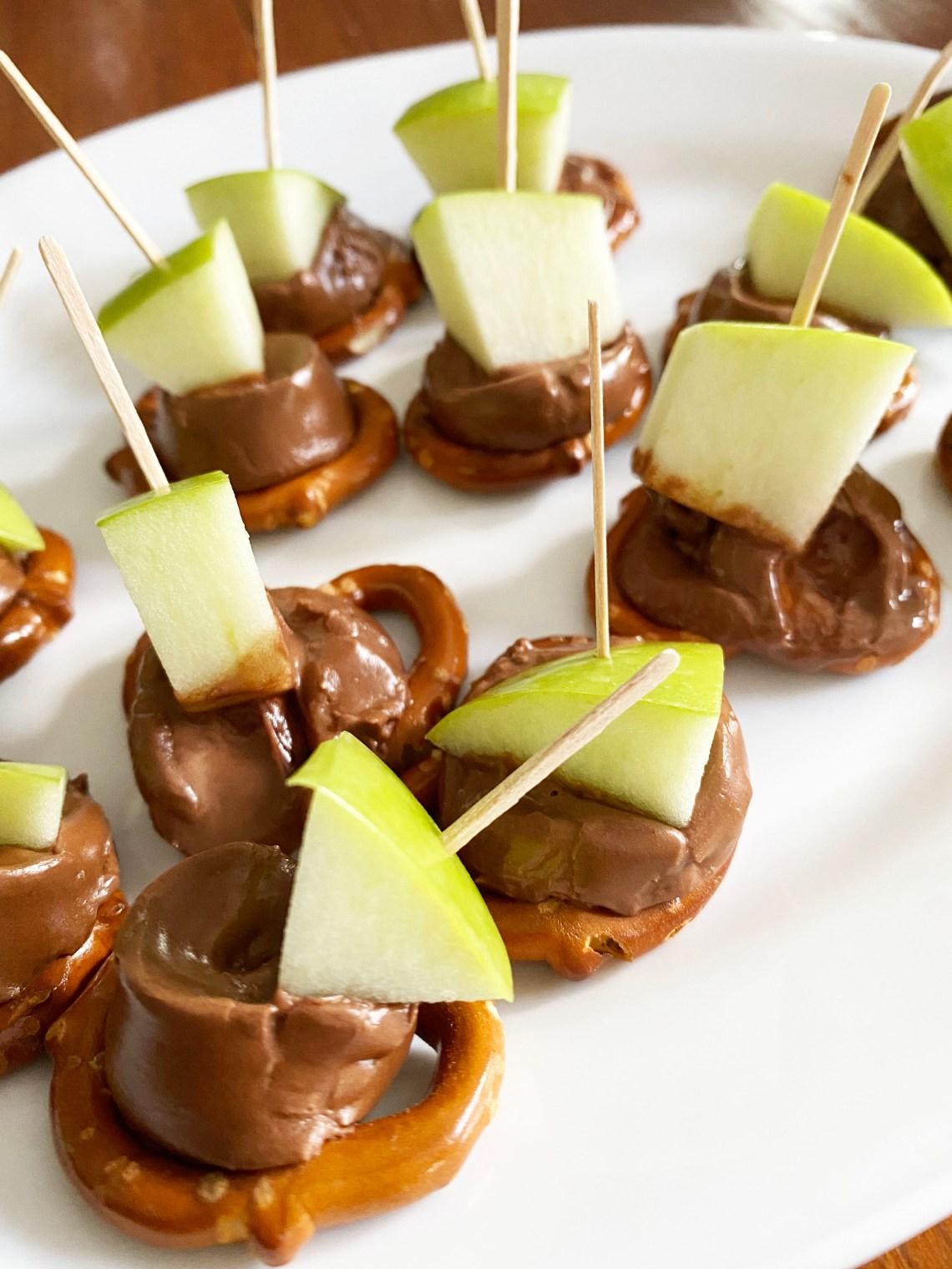 Apple-Chocolate-Caramel-Pretzel-Bites