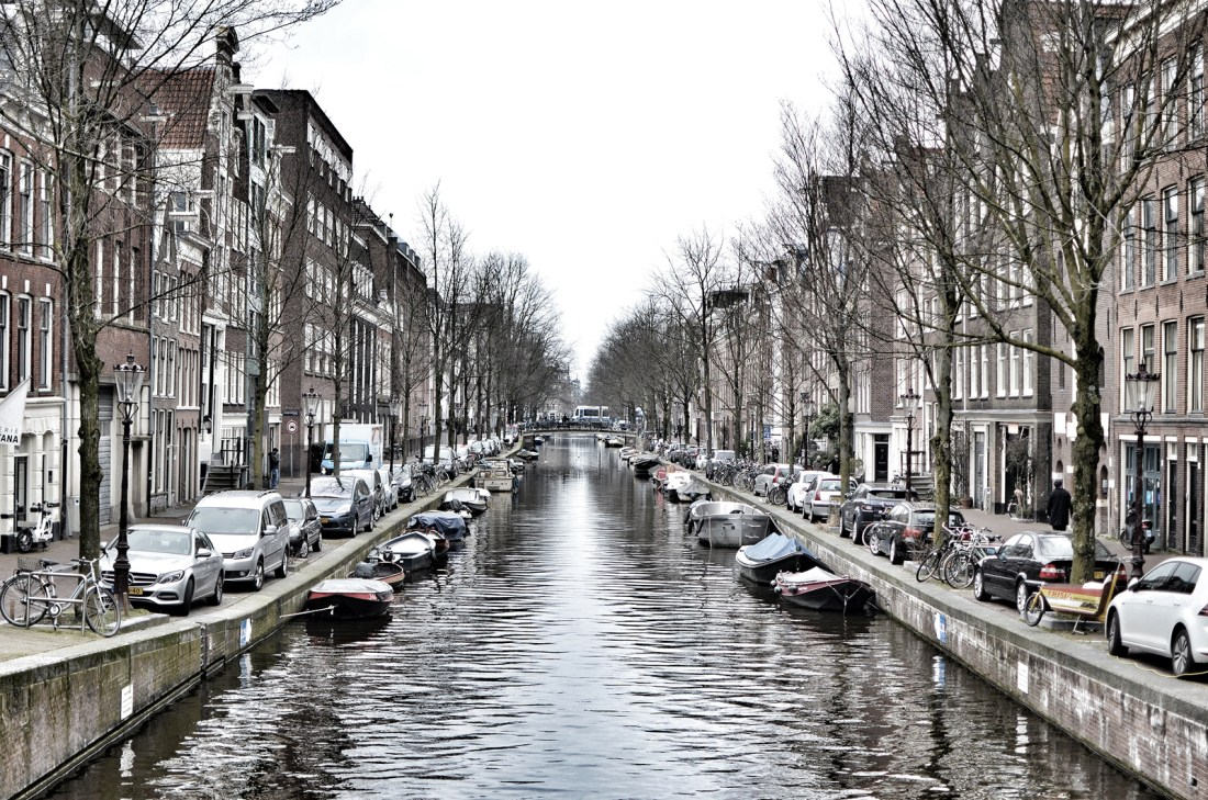 Having visited The Netherlands a few times in the last few years, I thought it would be lovely to round up the best photo spots in Amsterdam.