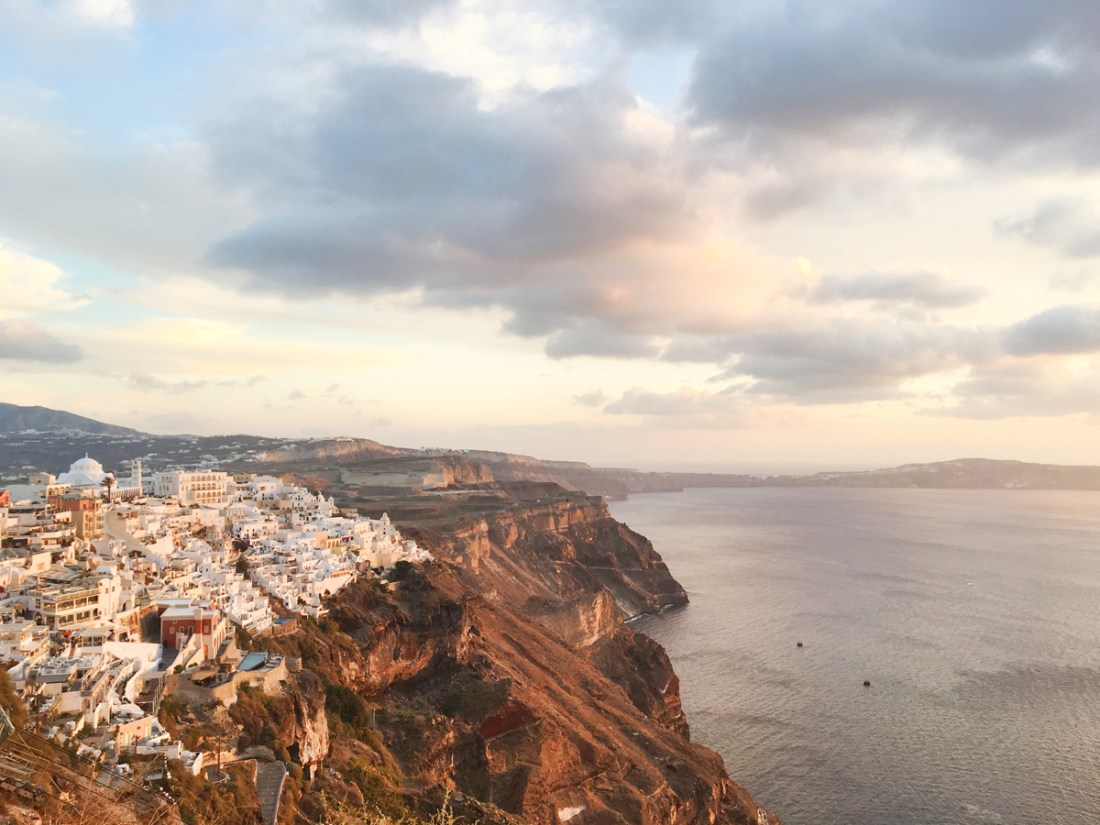 Have you ever thought about hiking a whole island? Well you could actually do that in Santorini! Do the Fira to Oia hike, which takes around 3 hours and experience two vastly different cities on your next Greek adventures! Here's my suggested guide for the Fira to Oia hike so you can have your best experience!