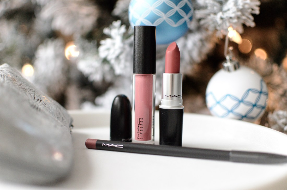 MAC's holiday release includes incudes the MAC Firewerk It Lip Kit in both nude and berry themes making it perfect for the holidays!