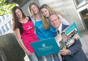 Over 25,000 visitors are expected for Savour Kilkenny 2015 – Festival of Food, 22 - 26 October. Pictured at the festival's launch with Simon Coveney TD, Minister for Agriculture, Food, the Marine and Defence are 'Future Food Stars' from Kilkenny sisters Éabha (16) and Doireann (14) Sloyan and Lauren Hennessy (15).