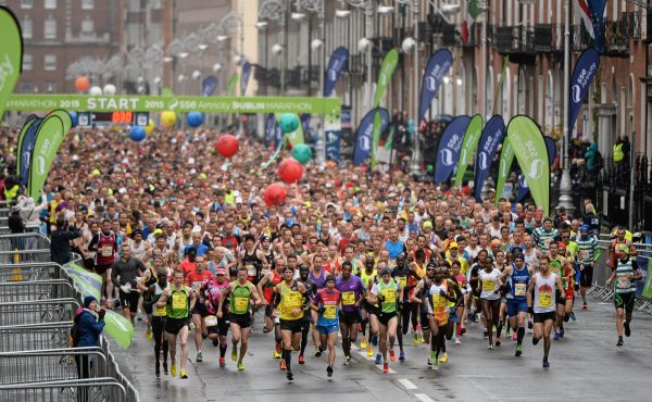 26 October 2015; A general view as runners start the race during the SSE Airtricity Dublin Marathon 2015. Merrion Square, Dublin. Picture credit: Seb Daly / SPORTSFILE