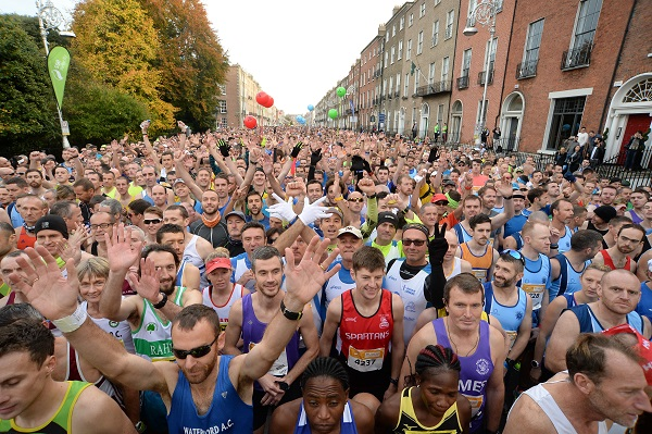 30 October 2016; A general view of runners awaiting the start of the SSE Airtricity Dublin Marathon 2016 in Dublin City. 19,500 runners took to the Fitzwilliam Square start line to participate in the 37th running of the SSE Airtricity Dublin Marathon, making it the fourth largest marathon in Europe. Photo by Cody Glenn/Sportsfile