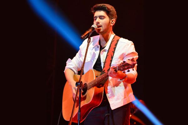 Armaan Malik, Ankur Tewari to perform in your living room