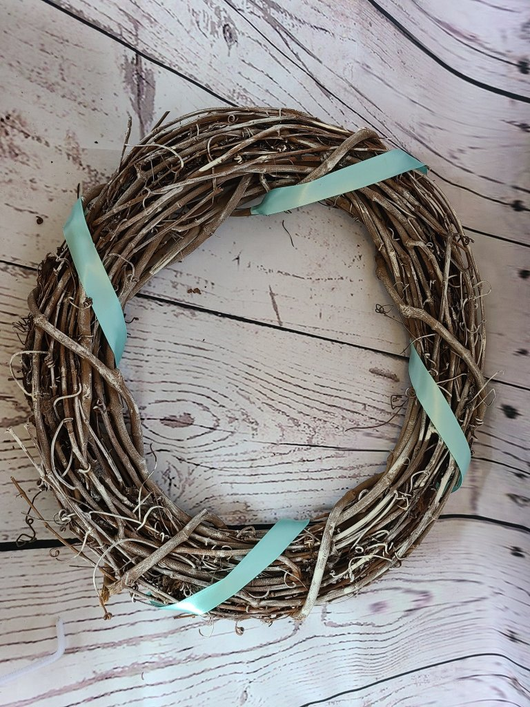 Beach wreath with four robin's egg blue ribbons around it.