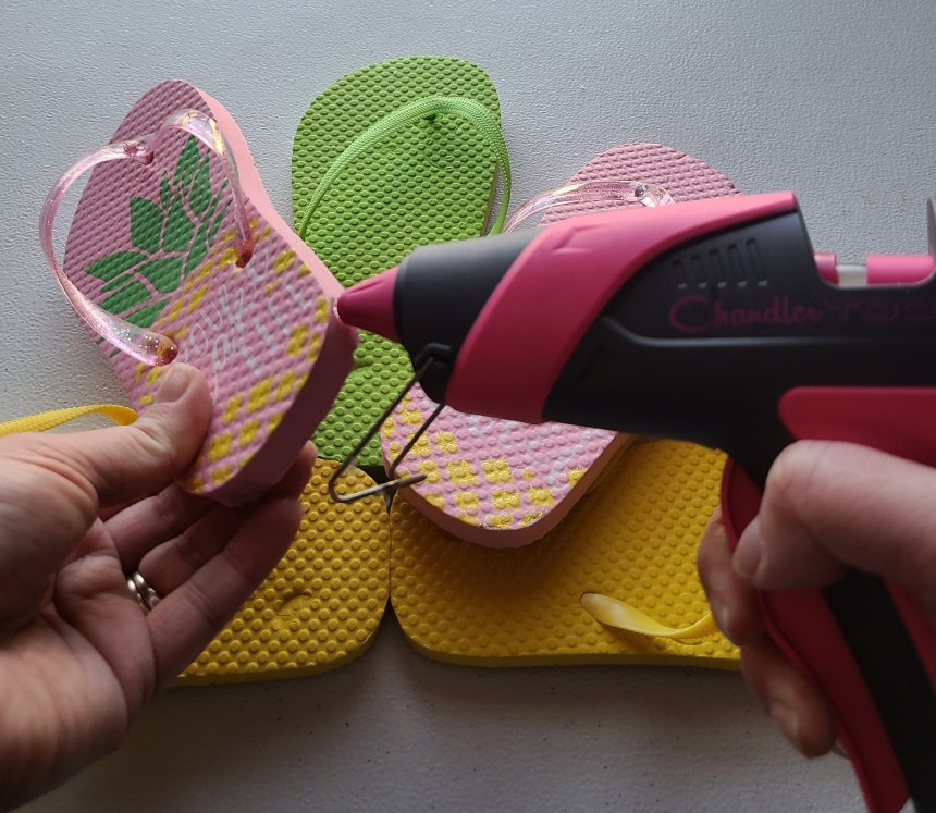 Put hot glue on the right side of the left flip flop heel to attach to the flip flop wreath.