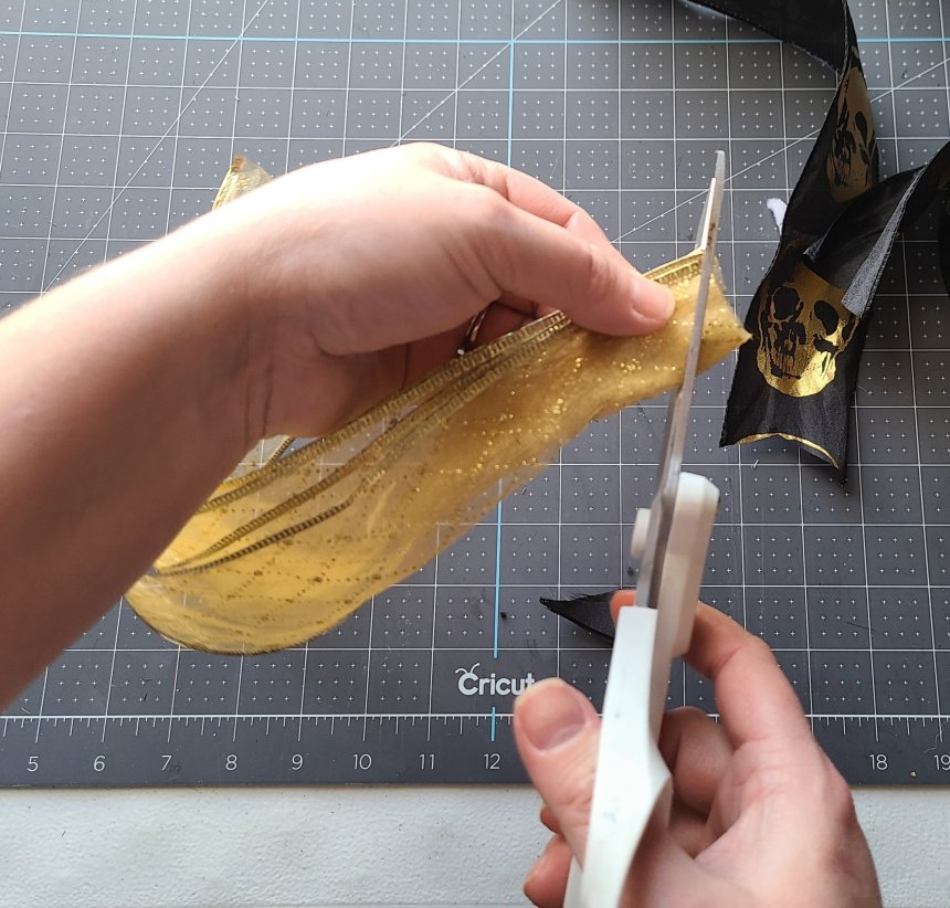Cutting a V in the ends of the ribbon that will form the easy decor bow.