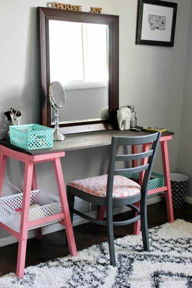 6 Ways To DIY A Makeup Vanity on Makeup Bedroom  id=71678