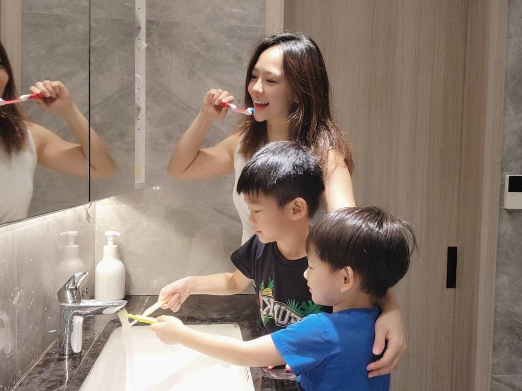 消費者在居家防疫時做好口腔健康管理,養成正確的口腔清潔習慣。